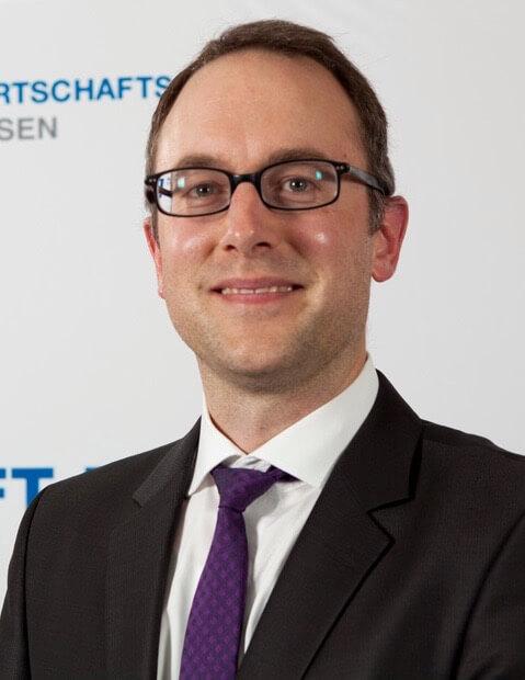Dr. Arnd Becker